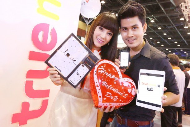 Truemove H Valentine 2013 iPhone 5 and iPad Mini Couple