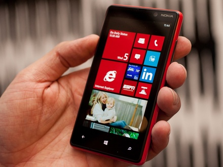 440x330-nokia-lumia-820-main-3