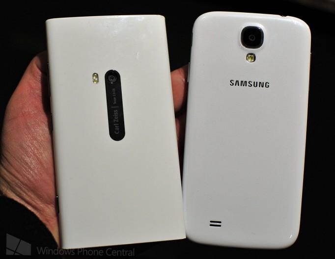 Nokia Lumia 920 Galaxy S4 back