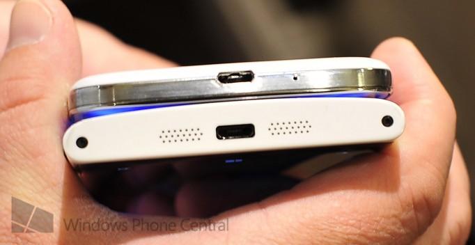 Nokia Lumia 920 Galaxy S4 bottom