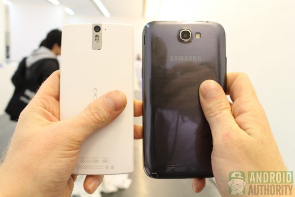 Oppo-Find-5-vs-Galaxy-Note-2-back-4_1600px-600x400