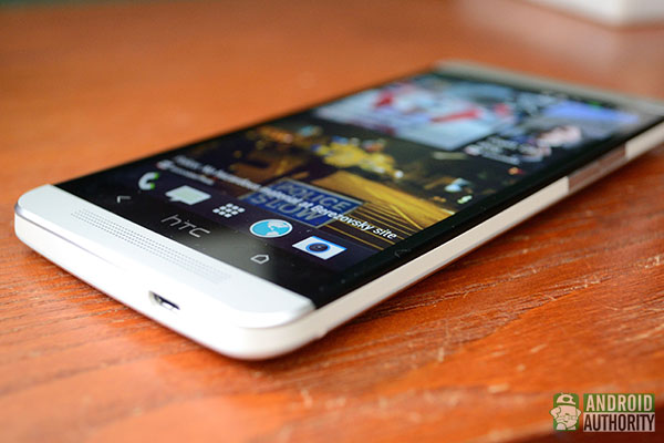 htc-one-flat-right