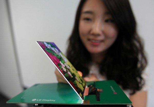 จากรูปว่าบางแล้ว.. แต่นี่คือหน้าจอ LCD ที่บางที่สุดในโลกนะครับ ซึ่งหนา 2.2 มม. และเทียบไม่ได้เลยกับความบางระดับไม่ถึง 0.5 มม. ของจอรูปแบบใหม่
