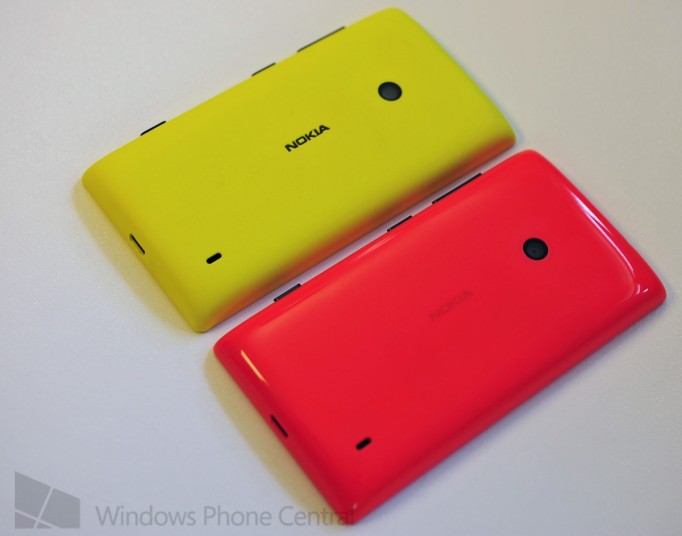 Nokia_Lumia_525_handson_vs520_back