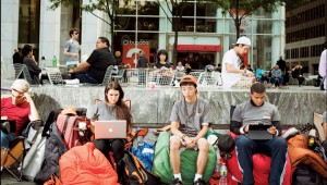 people-waiting-in-line-for-new-iphone-5