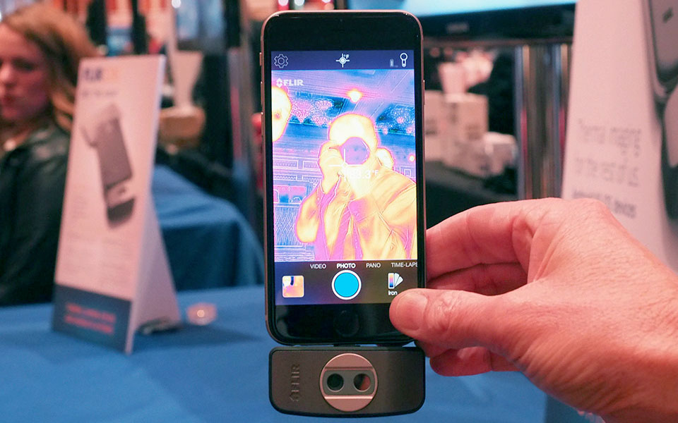 Flir One เปลี่ยน Iphone และ Android เป็นกล้องตรวจจับความร้อน